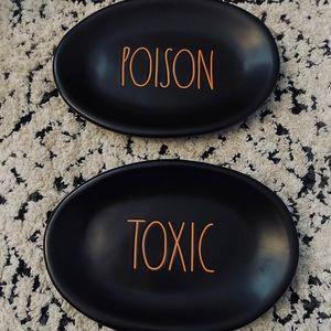 Rae Dunn oval plate set | TOXIC & POISON